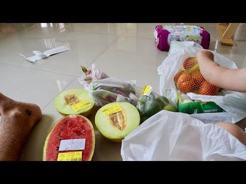 SHOPPING IN DANANG (largest mall in the city//vegan food haul)