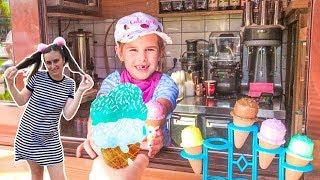 Алина делает вкусное мороженое! Kids Playing Magic Ice Cream Shop