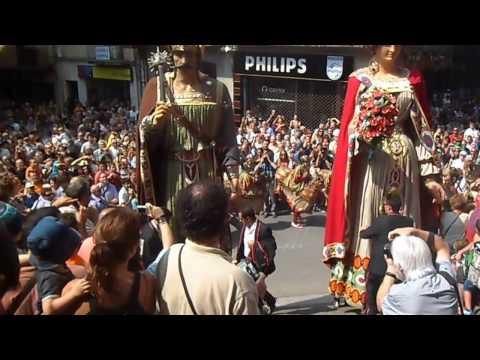 Els Gegants d'Olot pugen les escales de Sant Esteve - Festes del Tura 2012