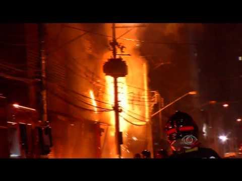 Shopping clandestino pega fogo em SP