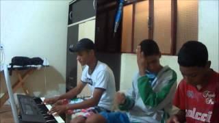 Baixar Hudson, Vinicius e Gabriel, tentando cantar: Sou Humano