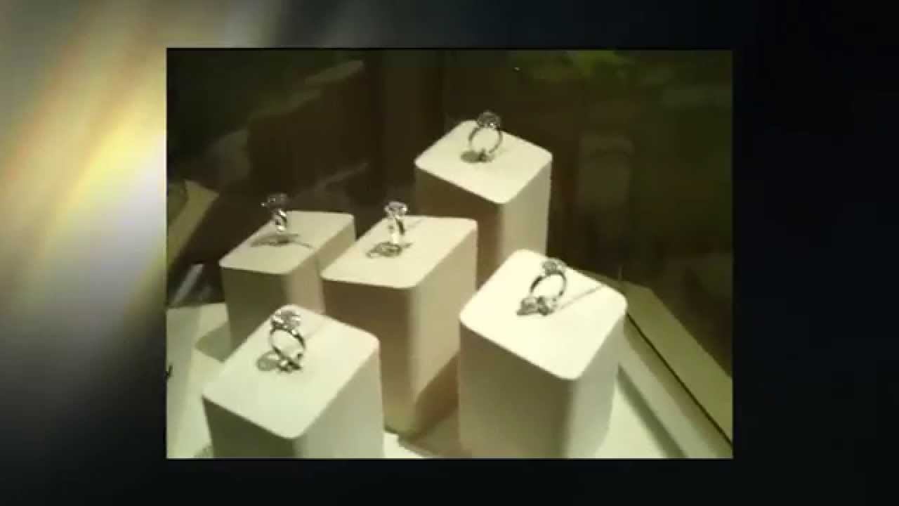 Золотые серьги с танцующим бриллиантом - YouTube