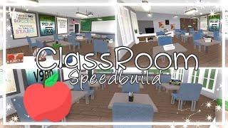 Building a classroom on bloxburg! | Roblox