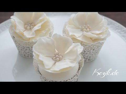 wedding-cupcake-toppers---how-to-make-a-gum-paste-flower-with-pearl-brooch