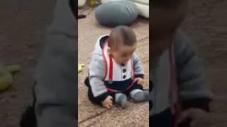 طفل يرقص على اغنيه للموصل اشتاكيت