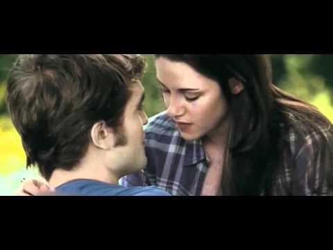 edward and Twilight kiss bella first