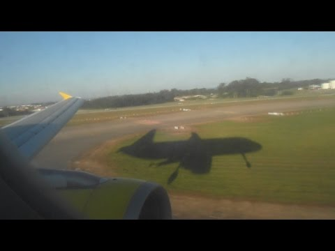 Vueling Airbus A320 Landing at Porto! Awesome Plane Shadow!