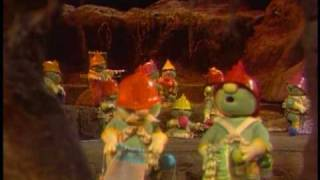 Watch Muppets Doozer Knitting Song video