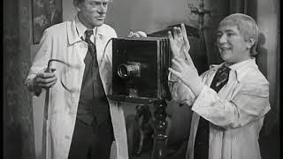 Im Photoatelier (1933) | 2/2