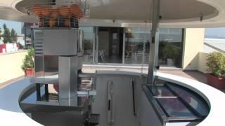 "Zummo Mobile Juice Bar Kiosk ""Big Orange"" + Z14 Juicer"