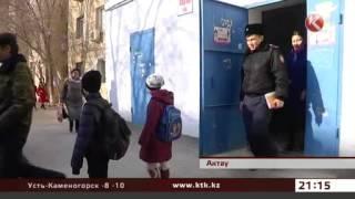 Детей, которые жили в нищете среди тараканов, забрали у родителей(Официальный канал Новостей КТК на Youtube Смотрите новости телеканала КТК онлайн на www.KTK.kz., 2015-03-06T16:31:58.000Z)