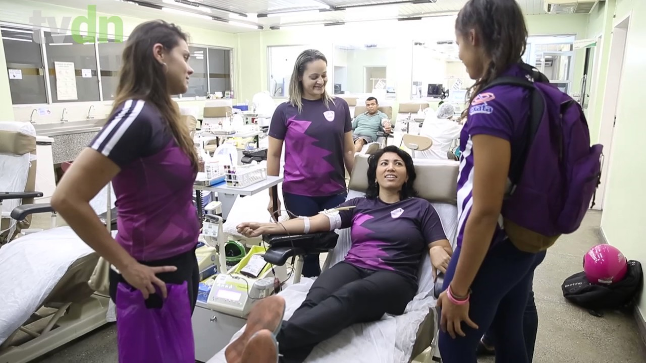 Atletas do time feminino de Rugby Dona Maria participam de campanha de doação de sangue no Hemoce