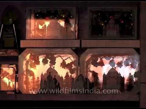Must buy souvenir of Agra: Taj Mahal momento & leather items