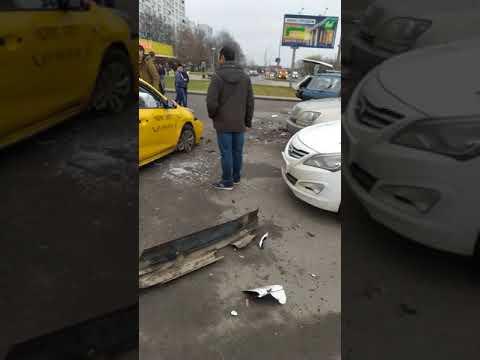 Обдолбоная обезьяна на такси летела у вокзала Красногвардейская!