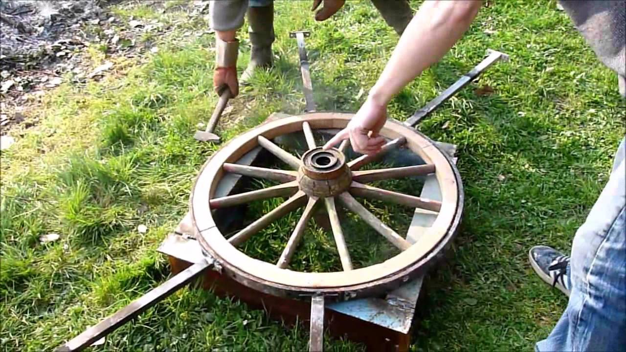 R alisation d 39 une roue de charette youtube - Roue de charette decoration ...
