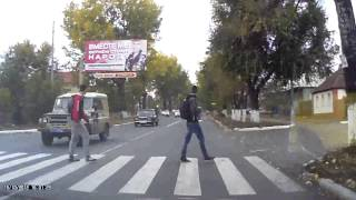 Так ведут себя водители в г.Ровеньки Луганской обл(Так ведут себя водители в г.Ровеньки Луганской обл., 2012-10-16T06:45:38.000Z)