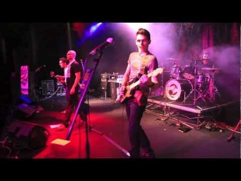 [HD] Crash - Out Of Place (Live @ Alcatraz)