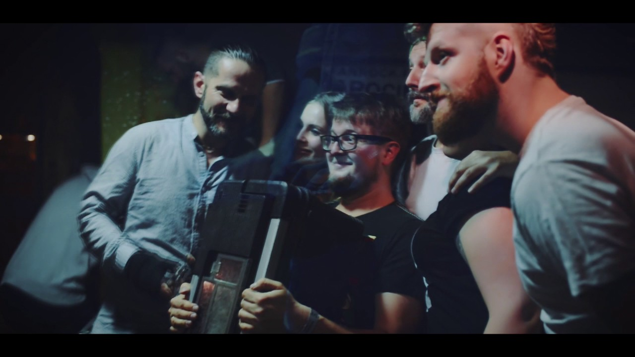 akurat-butelki-i-kamienie-official-video-akurattv