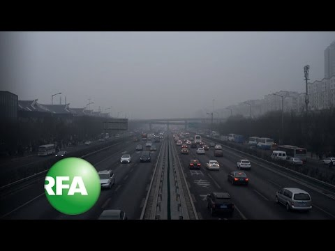 Beijing Slashes Traffic in Pollution Red Alert