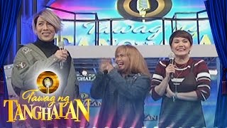 Tawag ng Tanghalan: Contestant takes picture with Vice and Amy