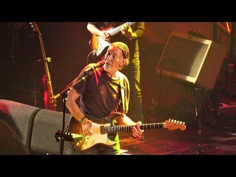 Chris Rea - On The Beach (Live At Hammersmith Apollo 2017)