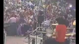 ATTAQUE 77 - COMBATE , SOY DE ATTAQUE , SOLA EN LA CANCHA (EN VIVO HACELO X MI)