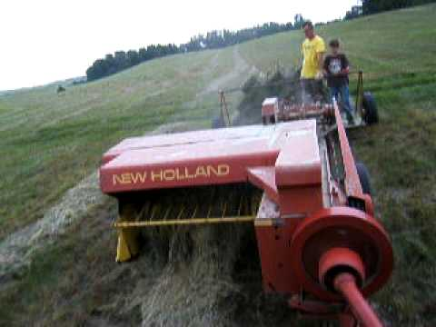 Baling hay with New Holland 273 hayliner