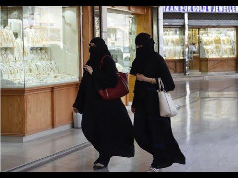 نساء في #السعودية ترتدين العباءة على المقلوب #بي_بي_سي_ترندينغ  - نشر قبل 2 ساعة