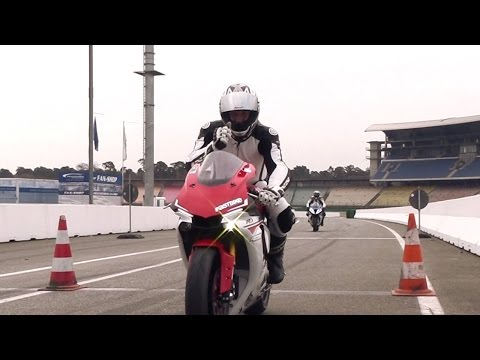 Superbikes im Test: Yamaha R1 und BMW S 1000 RR // GRIP - BIKE EDITION