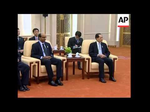 Singapore's PM meets Hu Jintao