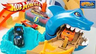 Hot Wheels Color Shifters Sharkport Showdown Trackset & Color Changing Car Toys
