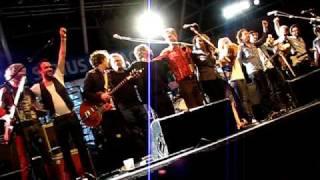 Broken Social Scene - Bandwitch (LIVE)