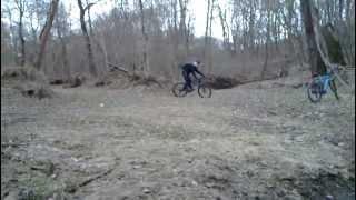 видео Как на велосипеде прыгнуть?