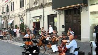 Виолончельный квинтет на улице Римини