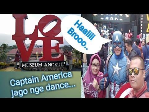 """parade-mobil-dan-kostum-super-hero-""""museum-angkut""""-batu-malang-jatim"""
