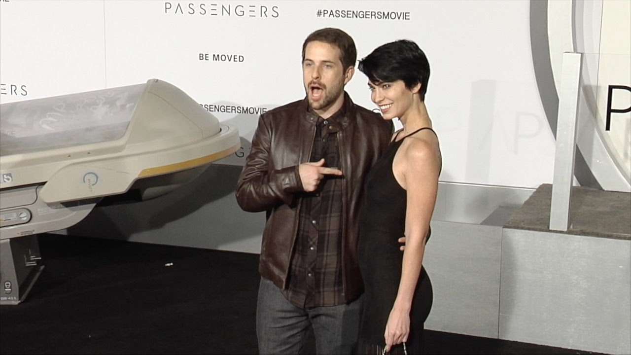 "ian hecox and pamela horton ""passengers"" world premiere black carpet"