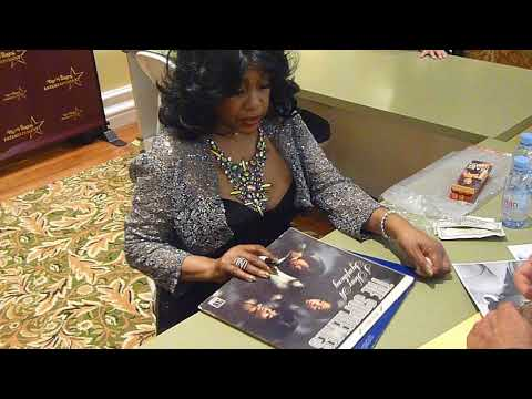 Mary Wilson of The Supremes signing autographs  TopSignatures.com