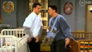"""Джо и Чендлер - Утки и клоуны (Фрагмент сериала """"Друзья"""") [переозвучка от MichaelKing]"""