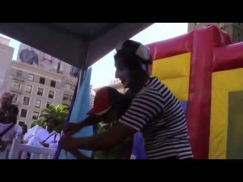 Clowns entertain kids at the Arab Festival 10 4 2014