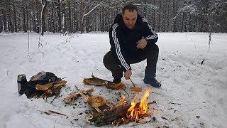 отдых на природе зимой. Жарим сосиски на костре