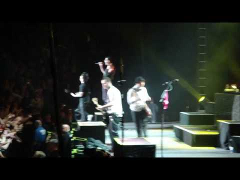 Avenged Sevenfold - Almost Easy Live In Oakland, Ca