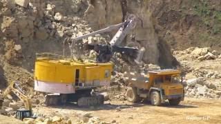 EKG-5 shovel loads limestone on BELAZ. ЭКГ-5 на погрузке известняка