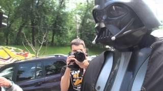 Дарт Вейдер помогает украинцам(3 июня сам всемирно известный Владыка Ситх Дарт Вейдер пожаловал в гости к товарищу Наместнику Николаю..., 2013-06-03T17:09:26.000Z)