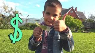 Малыш открывает Автомойку и моет грязные машинки