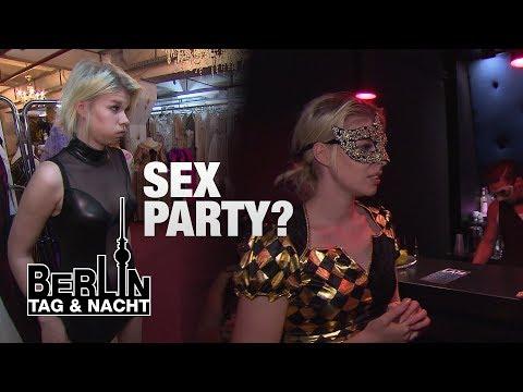 Berlin - Tag & Nacht - Nina auf einer Sexparty! #1445 - RTL II