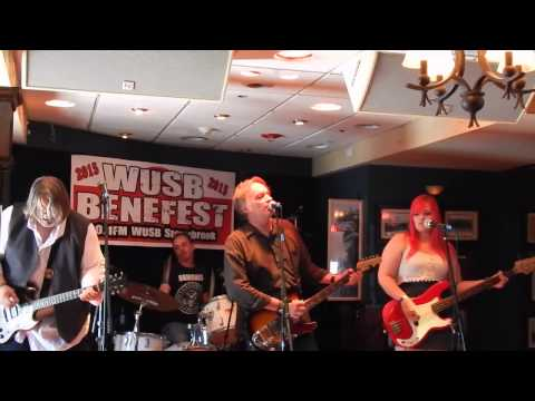 """Finn and His Mortal Enemies """"How Much I Lied,"""" WUSB Benefest 8-22-15"""
