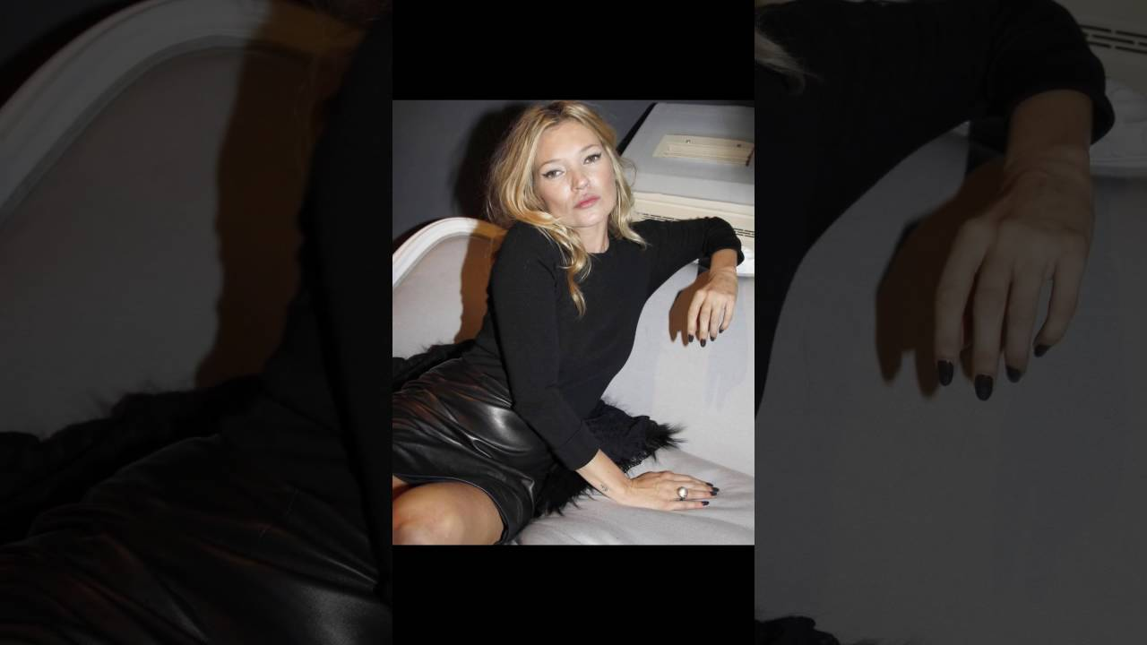 kate moss shows leather mini skirt