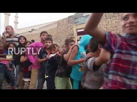 Syria: Russian troops deliver humanitarian aid in Aleppo