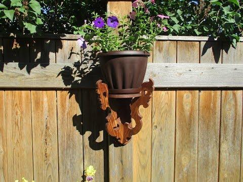 Идеи для дачи. Подставка для цветов на забор или стену.