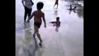 Download Video MANDI Bugil di pantai ( anak umur 5 tahun ) MP3 3GP MP4